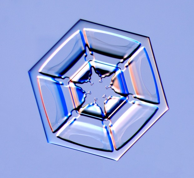 A hexagonal plate snow crystal, Photo Courtesy and Copyright Kenneth Libbrecht, Caltech University, SnowCrystals.com, http://www.its.caltech.edu/~atomic/snowcrystals/photos/photos.htm
