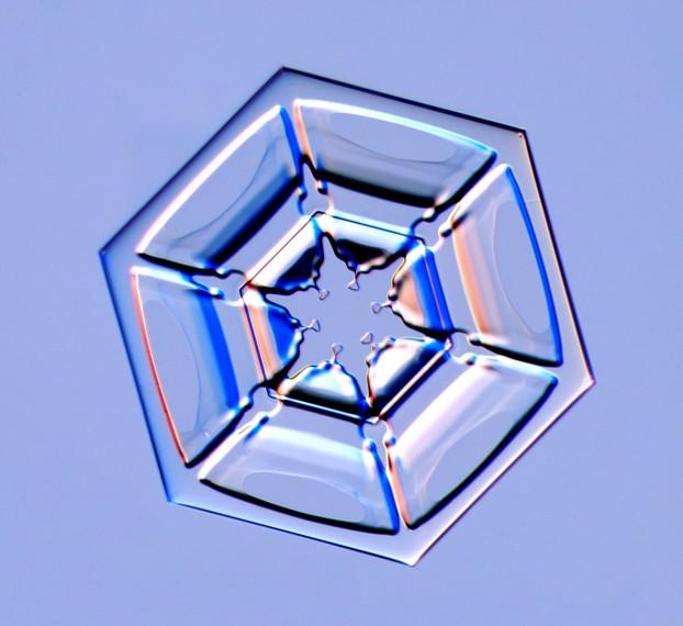 A hexagonal plate snow crystal, Photo Courtesy and Copyright Kenneth Libbrecht, Caltech University, SnowCrystals.com